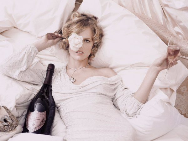 20061001-Eva.Herzigova.by.Karl.Lagerfeld.HQ.5.th (1)