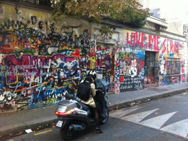 Стена Цоя в Париже