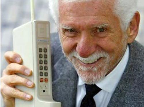 первый телефон