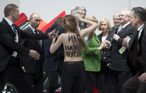 Полуголые активистки прорвались к Путину
