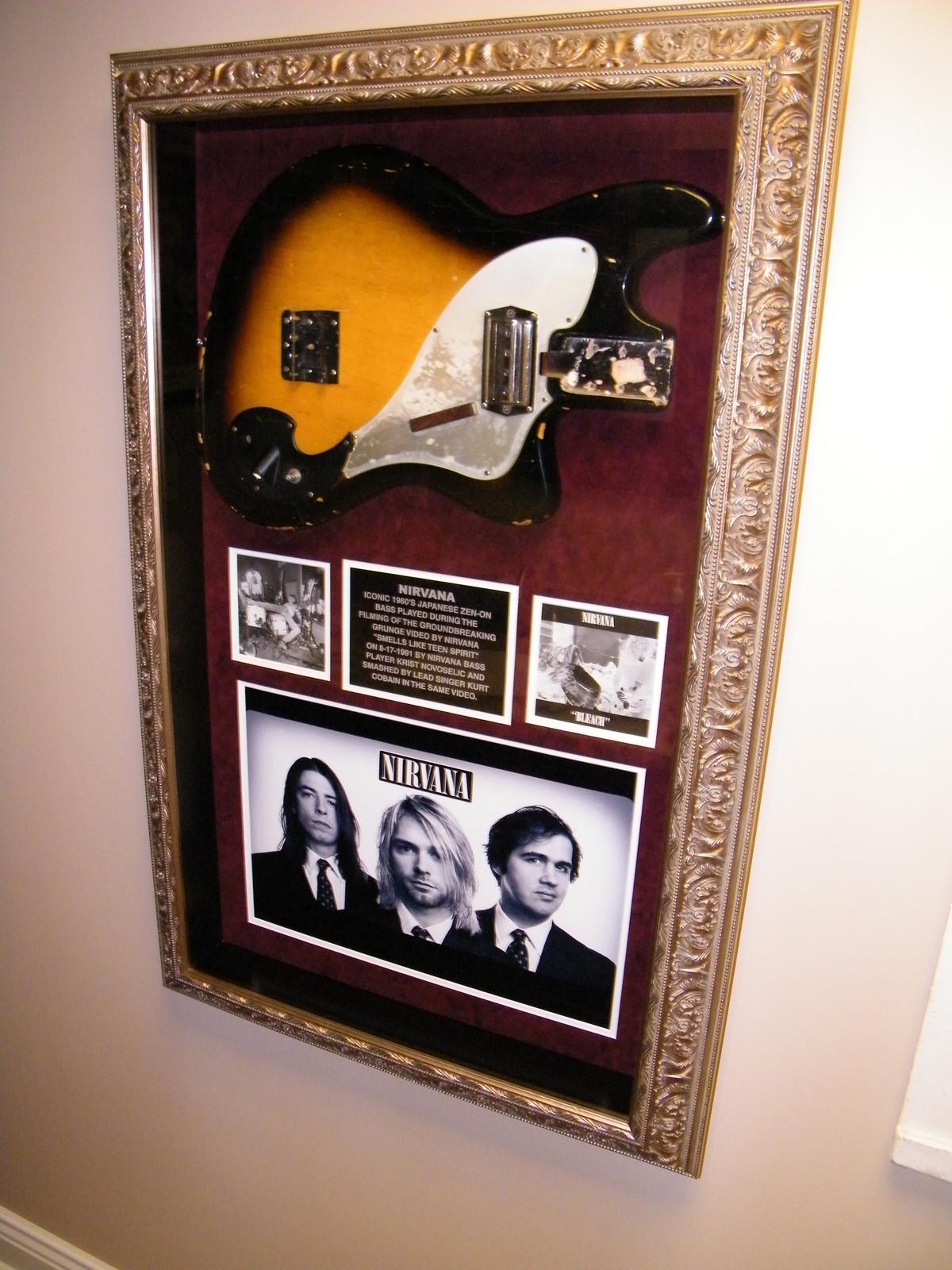 разбитая гитара Курта Кобейна