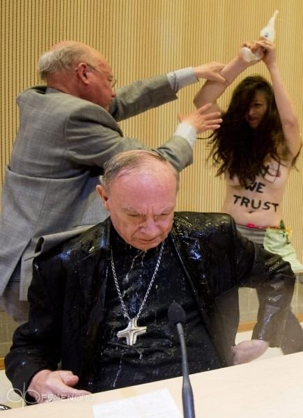 Окропление архиепископа