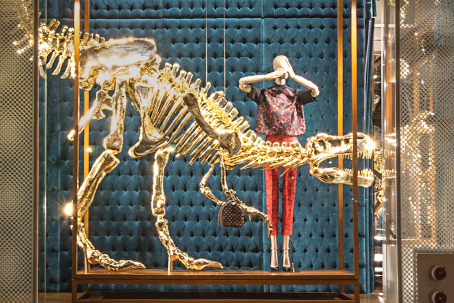 gilded-dinosaur-skeleton-installation-at-louis-vuitton-new-york-2