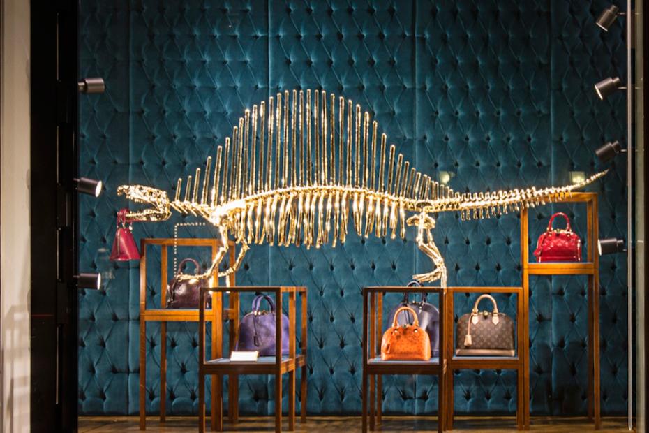 gilded-dinosaur-skeleton-installation-at-louis-vuitton-new-york-3