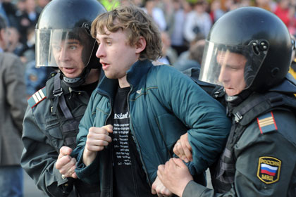Задержание активиста 6 мая 2012 г