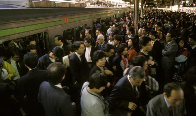 japan metro crowd