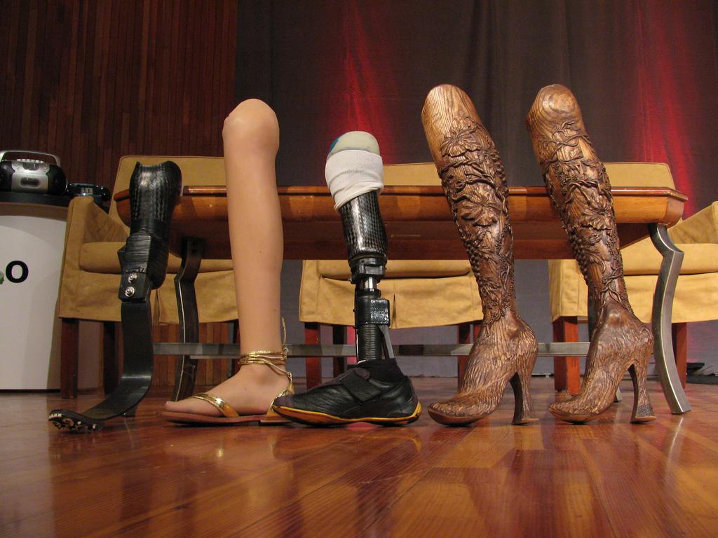 mullins aimee, ноги, протез, 12 пар ног, 24 ноги, эйми  маллинс