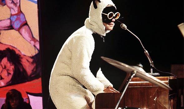 Элтон Джон, костюм, кот