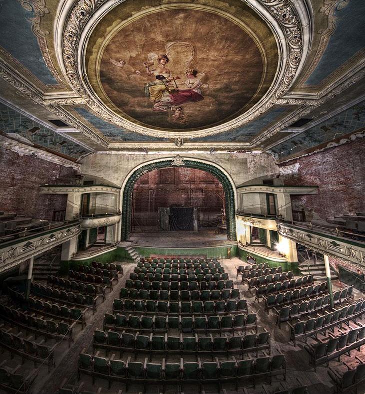 заброшенное место, опера, театр