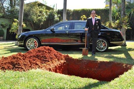 Бразильский «граф» решил похоронить свой Bentley за 450 тысяч долларов