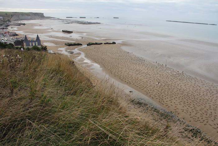 Fallen 9000, песок, инсталляция, 6 июня, пляж Арроманш