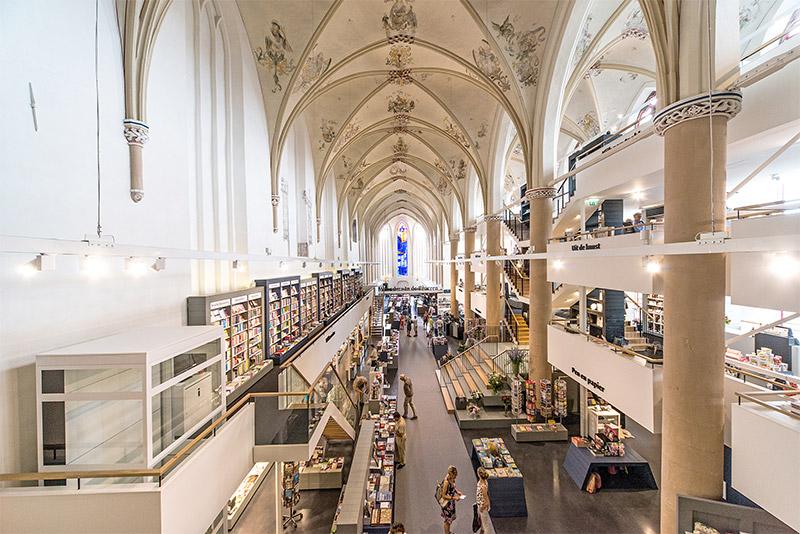 библиотека в кафедральном соборе