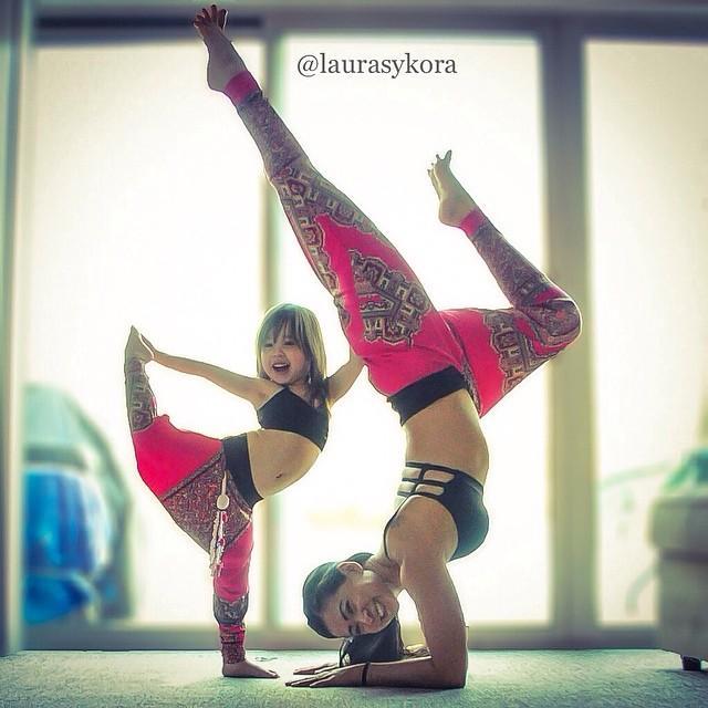 mom-and-daughter-yoga-laura-kasperzak-4