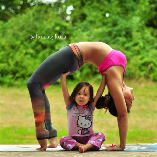 mom-and-daughter-yoga-laura-kasperzak-15