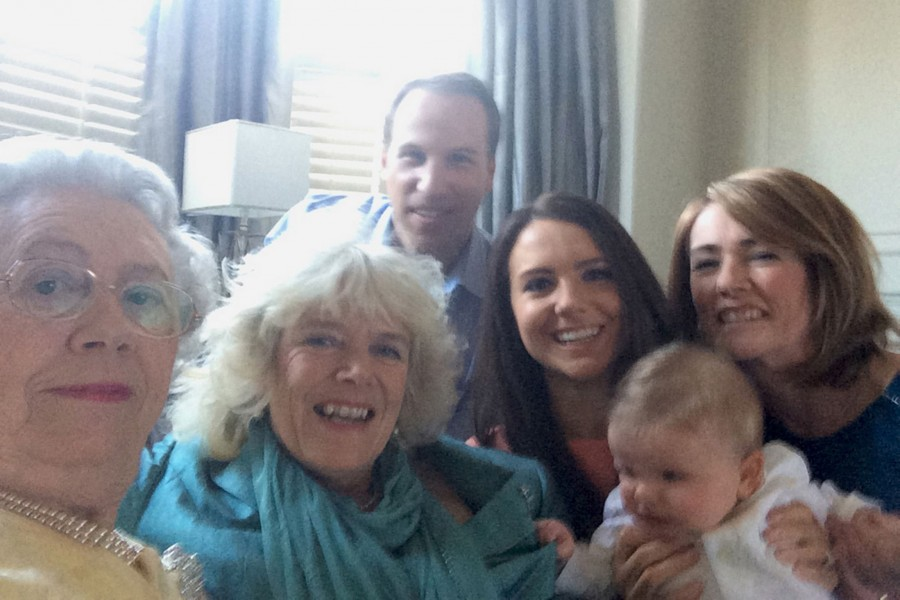 Fake-Royal-Family-Selfie-3270835