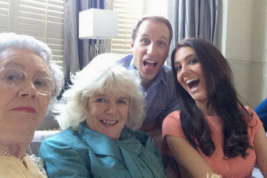 Fake-Royal-Family-Selfie-3270855