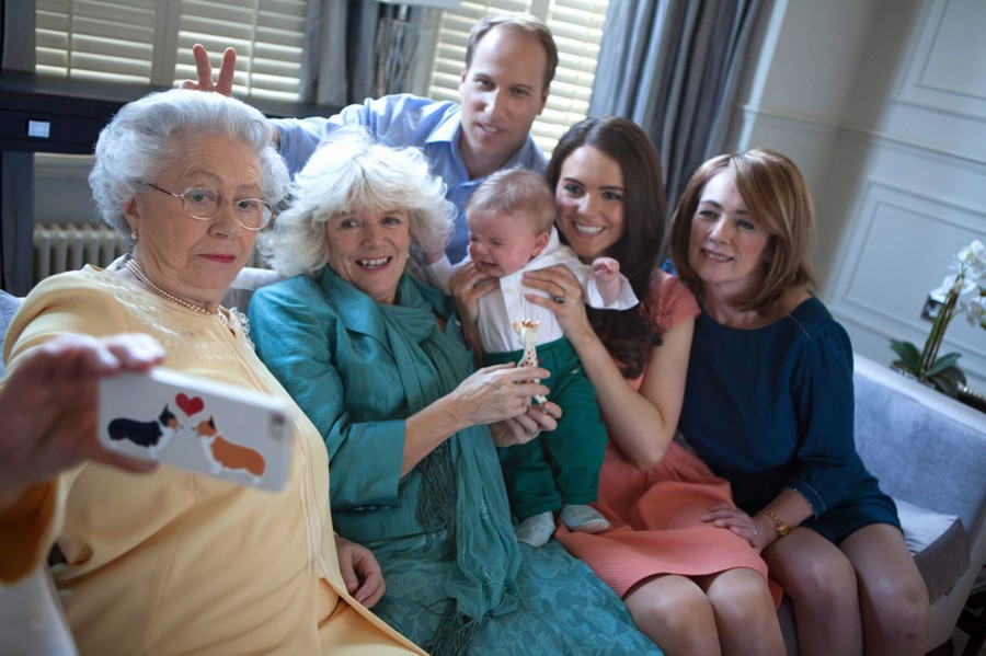 Fake-Royal-Family-Selfie-3270628