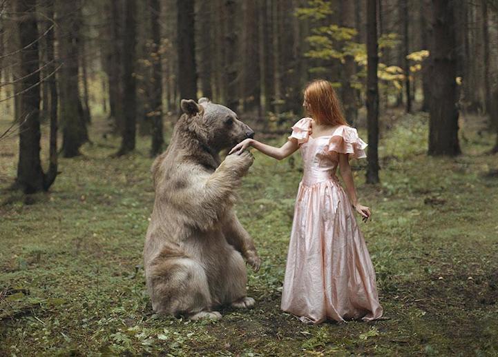 Дикие животные и красивые модели в проекте русского фотографа