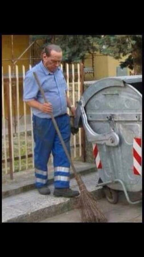 Сильвио Берлускони начал убирать улицы