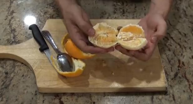 Как быстро почистить апельсин и не испачкаться