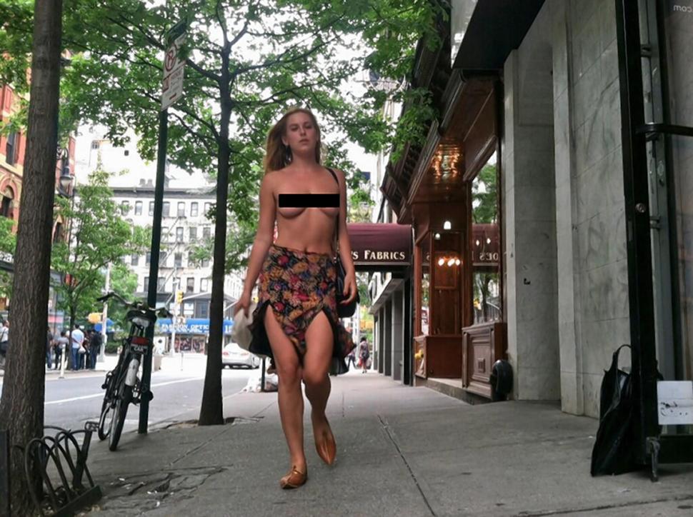 Дочь Брюса Уиллиса прогулялась по Нью-Йорку с обнажённой грудью. 18+