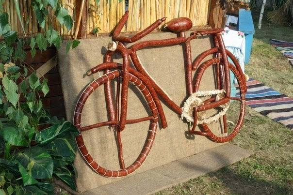 Я буду долго есть велосипед....