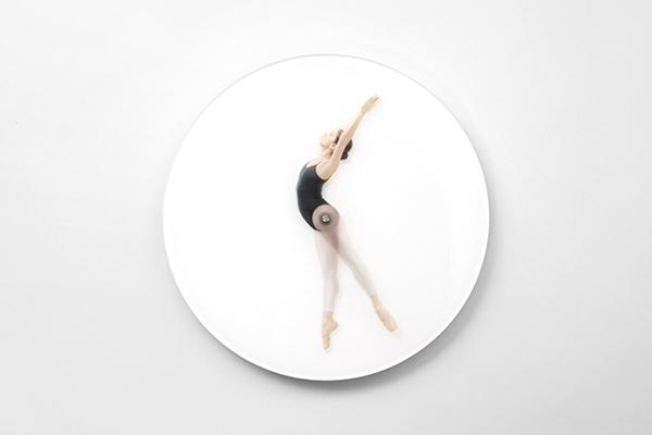meike-harde-dancing-wall-clock-klein-3