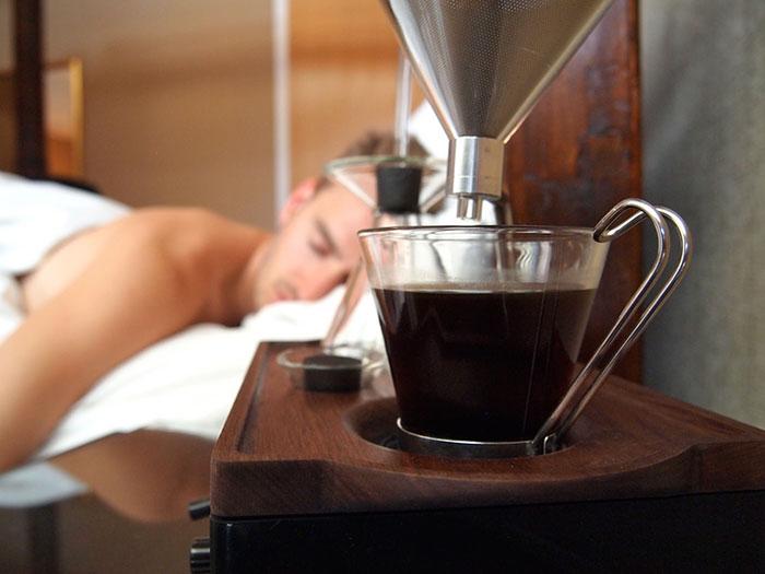 Кофемашина и будильник в одном флаконе