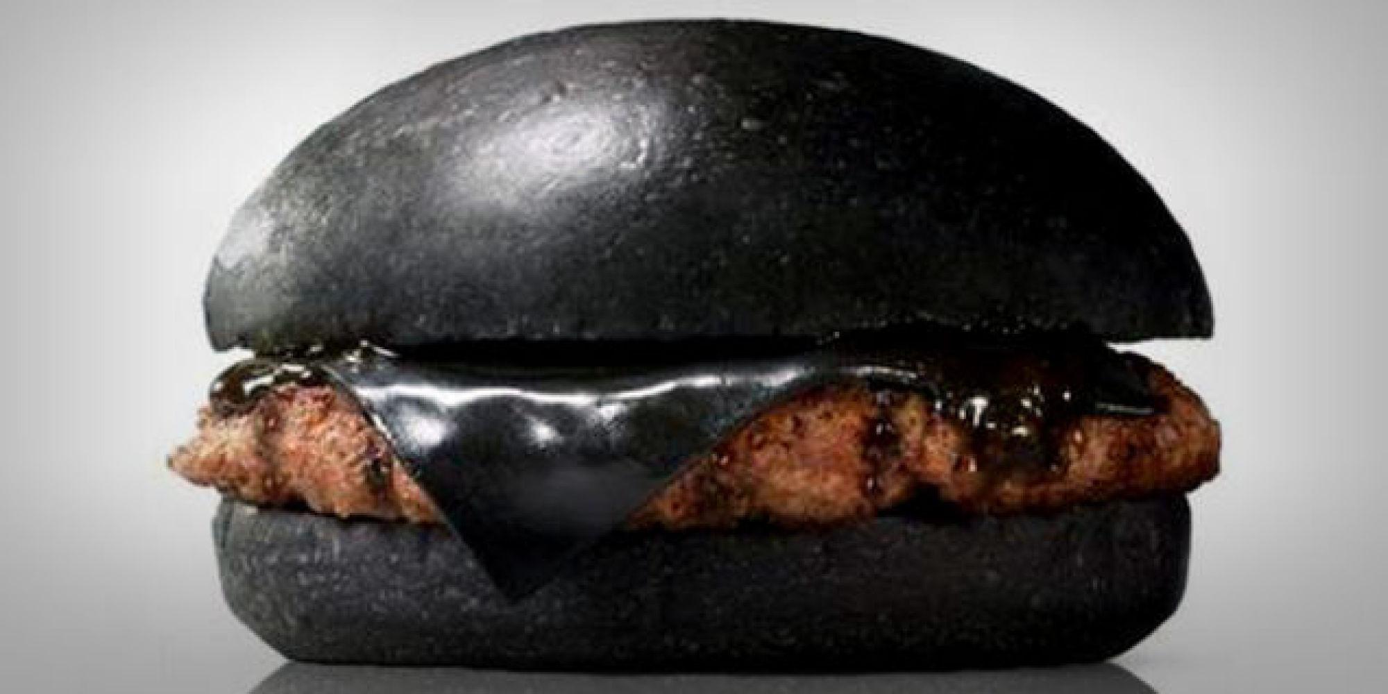 В японском Burger King появился черный бургер