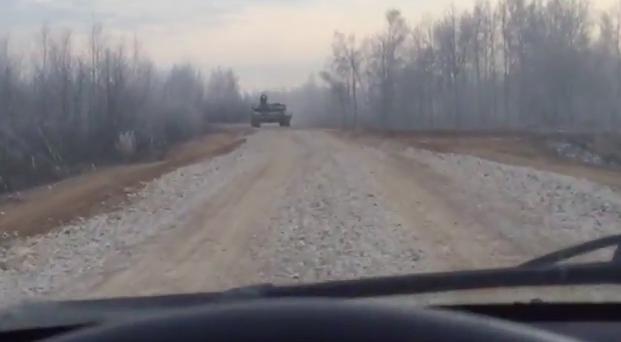 Лобовое столкновение автомобиля с танком: кто кого?
