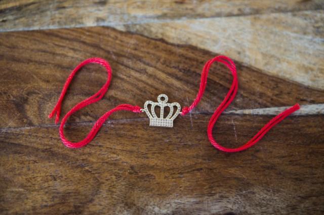 Как сделать красную нить на запястье своими руками на удачу
