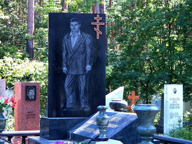 russian-mafia-gravestone18