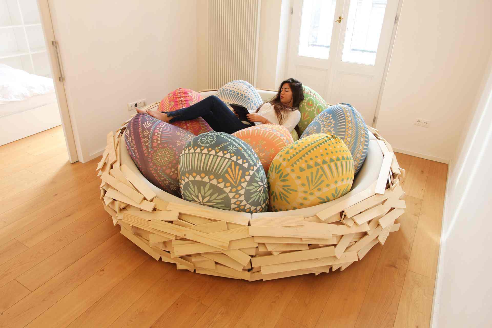 Израильские дизайнеры придумали диван-гнездо
