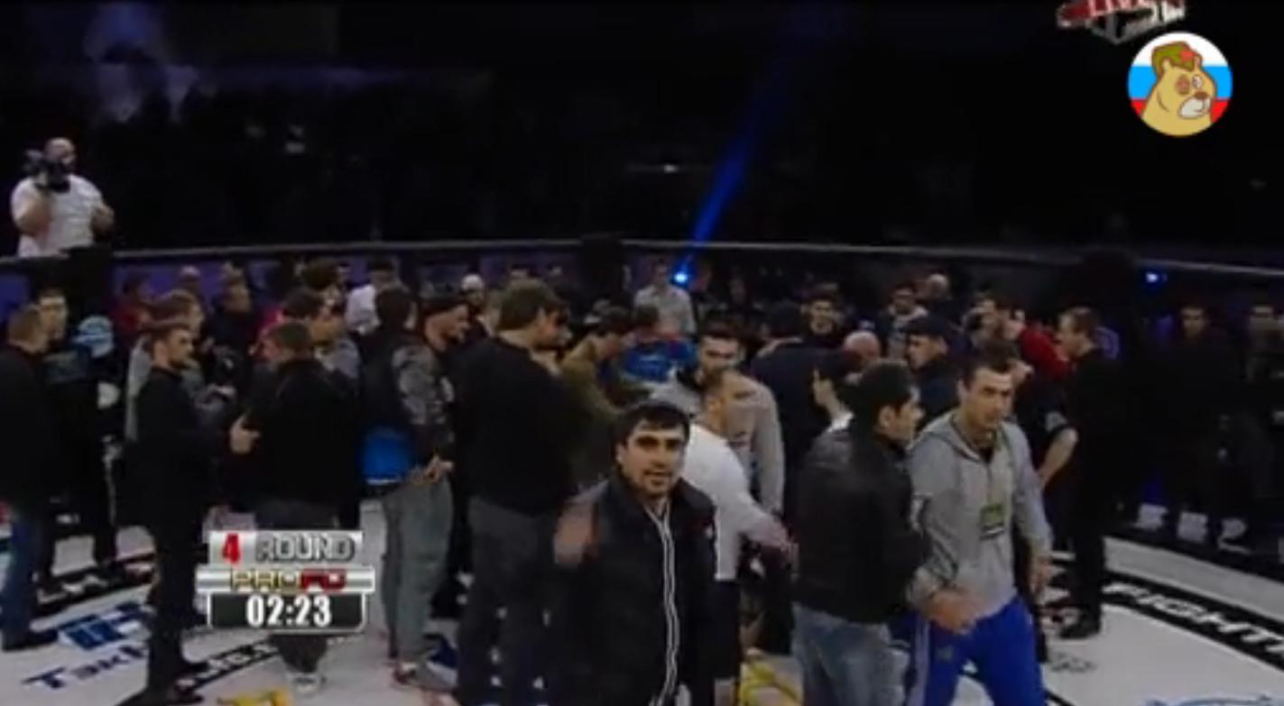 Дагестанская команда устроила массовую драку на турнире по единоборствам