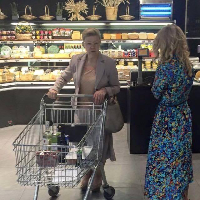 Депутат Государственной Думы Елена Мизулина в самым элитном московском супермаркете