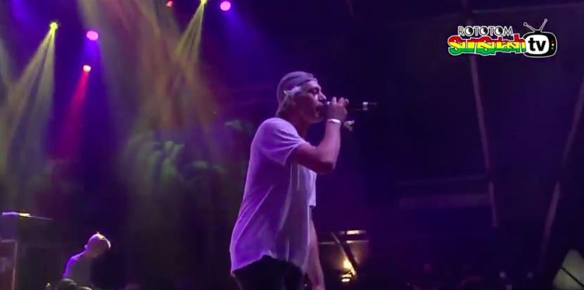 Матисьяху спел на испанском фестивале про Иерусалим на фоне палестинских флагов