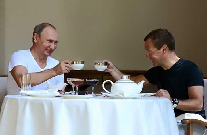 Чаепитие Путина и Медведева: лучшие фотожабы