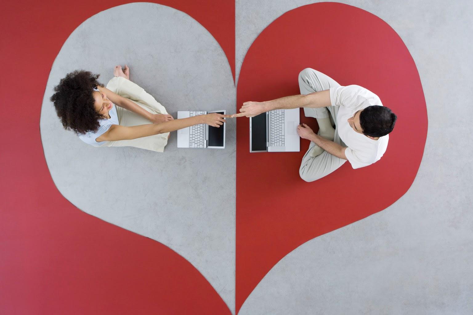 Чем сайты знакомств лучше социальных сетей