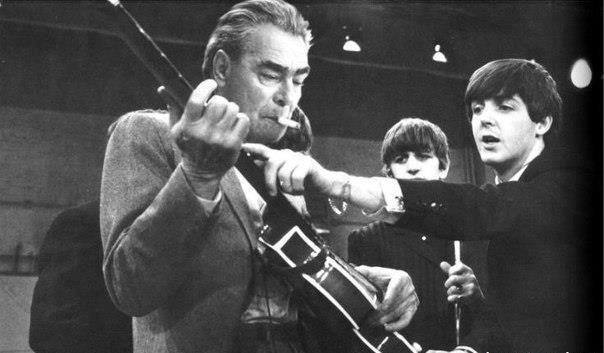 The Beatles показывают аккорды новой песни Леониду Брежневу