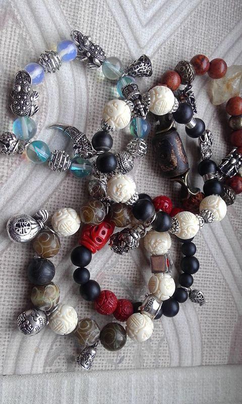 На какой руке носить оберегающий браслет