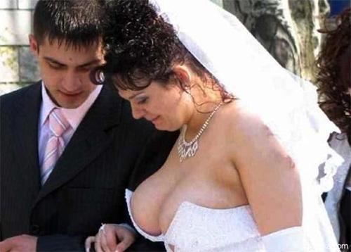 фото невеста оголила грудь