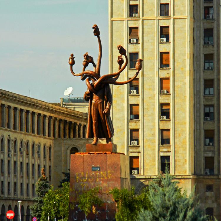 Владимир Ильич Ленин скульптура «Гидра» установлена в Бухарест Румыния скульптор Костин Ионицэa