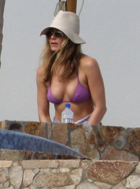 jennifer-aniston-bikini-waxtures