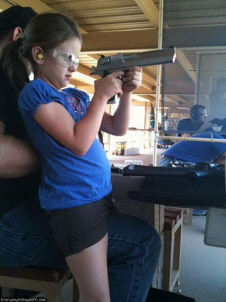 little-girl&big-gun