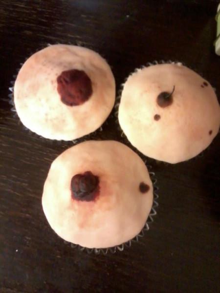 mole-cupcakes-550x733