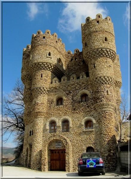 Castillo-de-las-Cuevas-550x751