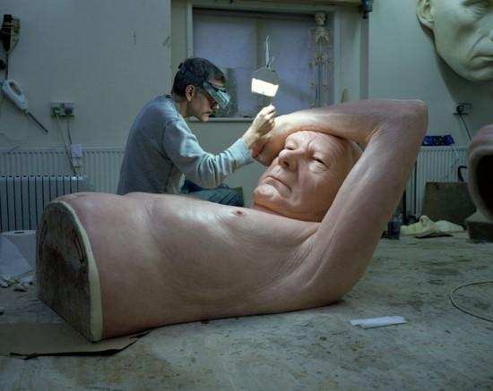Ron-Mueck-sculptures6-550x437