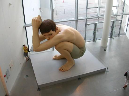 Ron-Mueck-sculptures-550x412