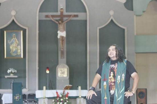 Rocker-priest-550x366