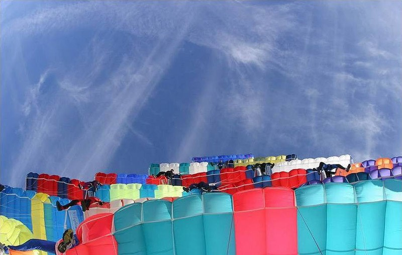 parachutes02